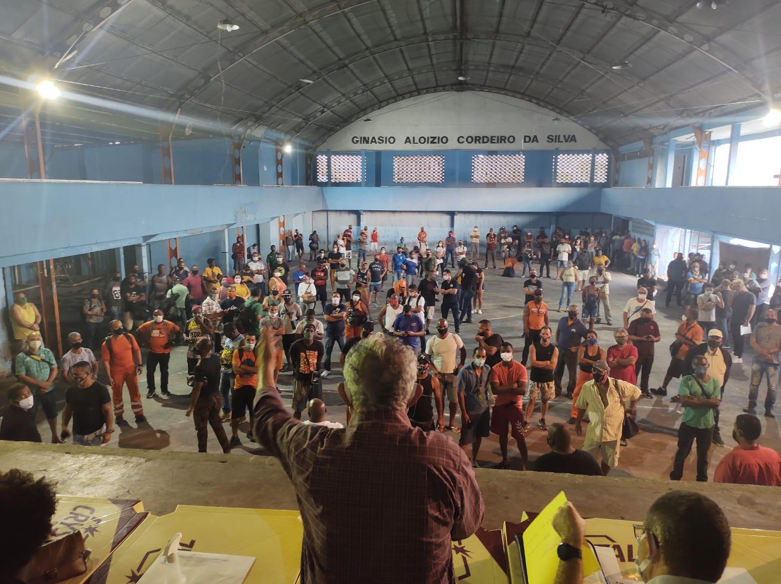 ASSEMBLEIA DECIDE CONTINUAR NEGOCIACAO COM A COMLURB 03
